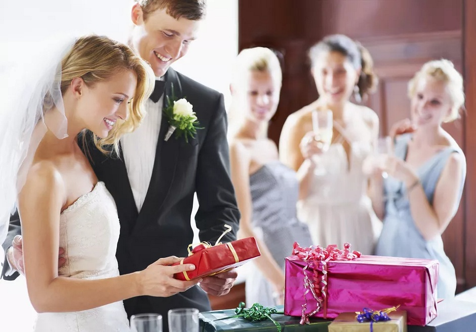 Top 10 Wedding Gifts, 10 Unique Wedding Gift Ideas, Wedding Gifts For The Couple