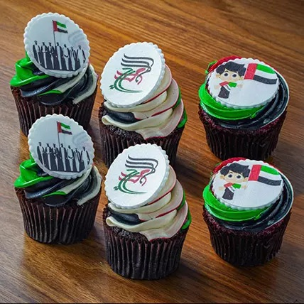 Cup Cakes, Beautiful Cupcakes, Cupcakes decorated with macarons, UAE National Day cupcakes!!