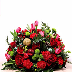 Red And Green Center Table Arrangement
