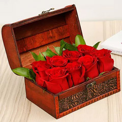 Passionate 8 Red Roses Box