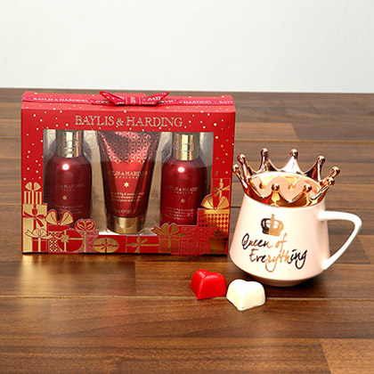 Baylis and Harding Grooming Set With Queen Rose Gold Mug