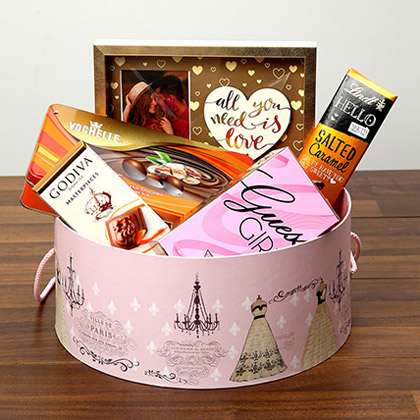 Luxurious Chocolates In Round Board Box