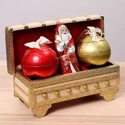Lindt Milk Chocolates In A Decorative Box