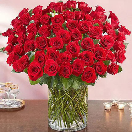 Ravishing 100 Red Roses In Glass Vase